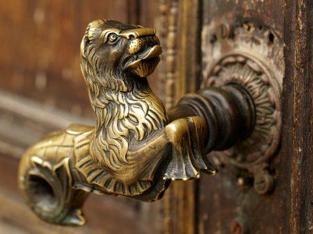 bronze-door-handle